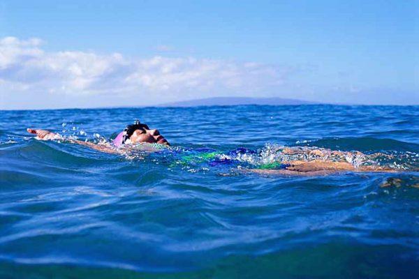 Zwemmen van de rugcrawl