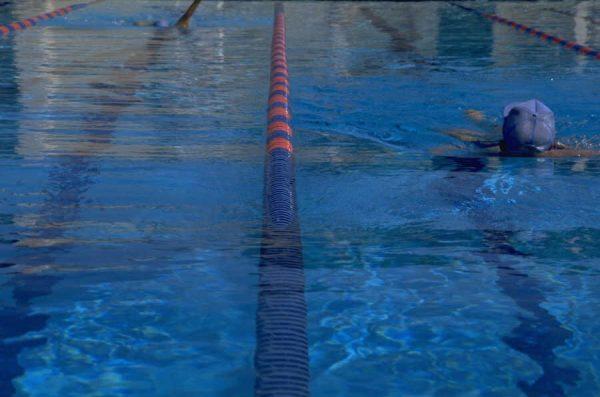 Aquasporten in het zwembad