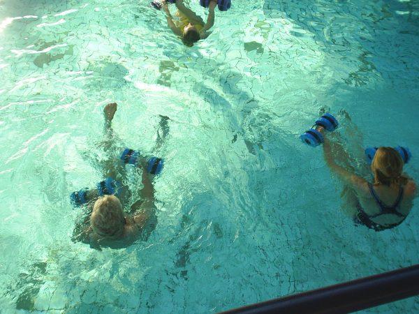 Oefeningen en bewegingen bij de aquasporten