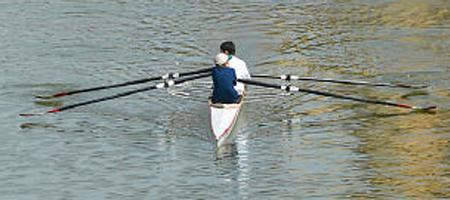 roeien in een roeiboot